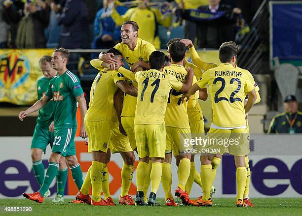 Villarreal players celebrate their first goal during the UEFA Europa Group E League football match Villarreal CF vs SK Rapid Wien at El Madrigal...