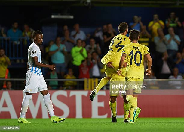 Villarreal players celebrates the goal of Jonathan Soriano during the UEFA Europa League match at Estadio El Madrigal Villarreal on september 15 2016