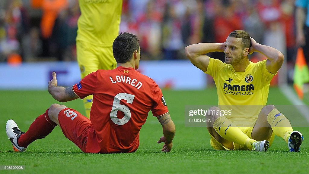 Villarreal's forward Roberto Soldado (R) speaks with Liverpool's Croatian defender Dejan Lovren during the UEFA Europa League semi-final second leg football match between Liverpool and Villarreal CF at Anfield in Liverpool, northwest England on May 5, 2016. / AFP / LLUIS