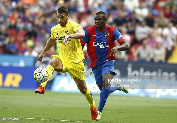 Villarreal's forward Roberto Soldado vies with Levante's Mozambican midfielder Simao during the Spanish league football match Levante UD vs...