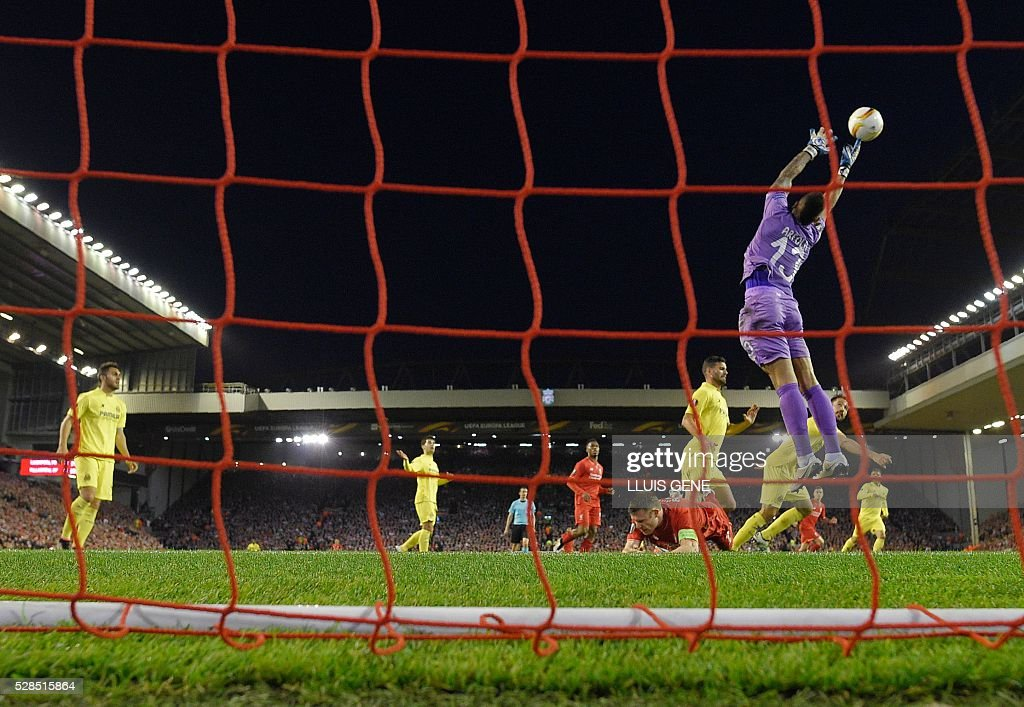 Villarreal's French goalkeeper Alphonse Areola (R) makes a save during the UEFA Europa League semi-final second leg football match between Liverpool and Villarreal CF at Anfield in Liverpool, northwest England on May 5, 2016. / AFP / LLUIS
