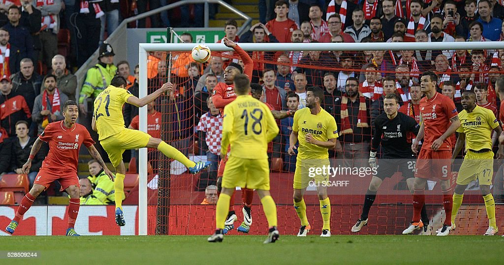 Villarreal's midfielder Bruno Soriano (2nd L) takes an unsuccessful shot on goal during the UEFA Europa League semi-final second leg football match between Liverpool and Villarreal CF at Anfield in Liverpool, northwest England on May 5, 2016. / AFP / OLI
