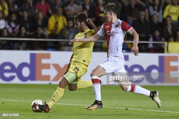 Villarreal's midfielder from Spain Manuel Trigueros Munoz scores a goal during the Europa League football match Villarreal CF vs SK Slavia Prague at...