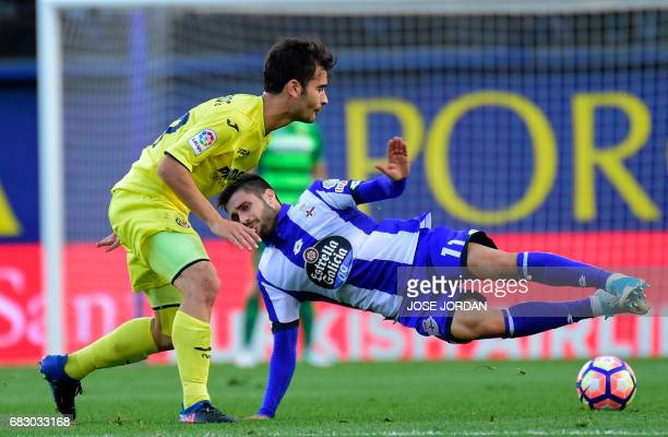 Villarreal's midfielder Manu Triguero vies with Deportivo La Coruna's midfielder Carles Gil during the Spanish league football match Villarreal CF vs...
