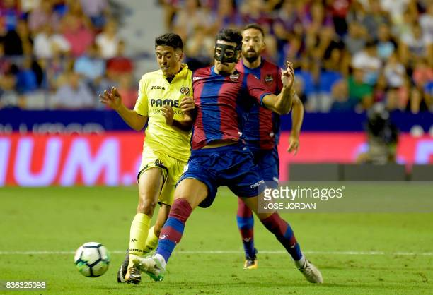 TOPSHOT Villarreal's midfielder Pablo Fornals vies with Levante's midfielder Chema Rodriguez during the Spanish league footbal match Levante UD vs...