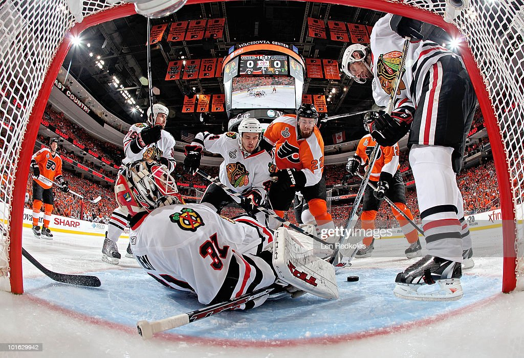 Ville Leino and Simon Gagne of the Philadelphia Flyers battle for the loose puck in the crease of goaltender Antti Niemi of the Chicago Blackhawks...