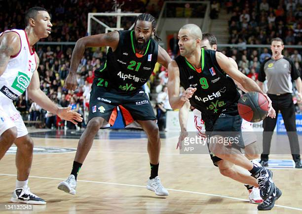 Villeurbanne's French player Tony Parker vies with Strasbourg' US player Justin Harper as Asvel' Ronny Turiaf looks on during their French ProA...