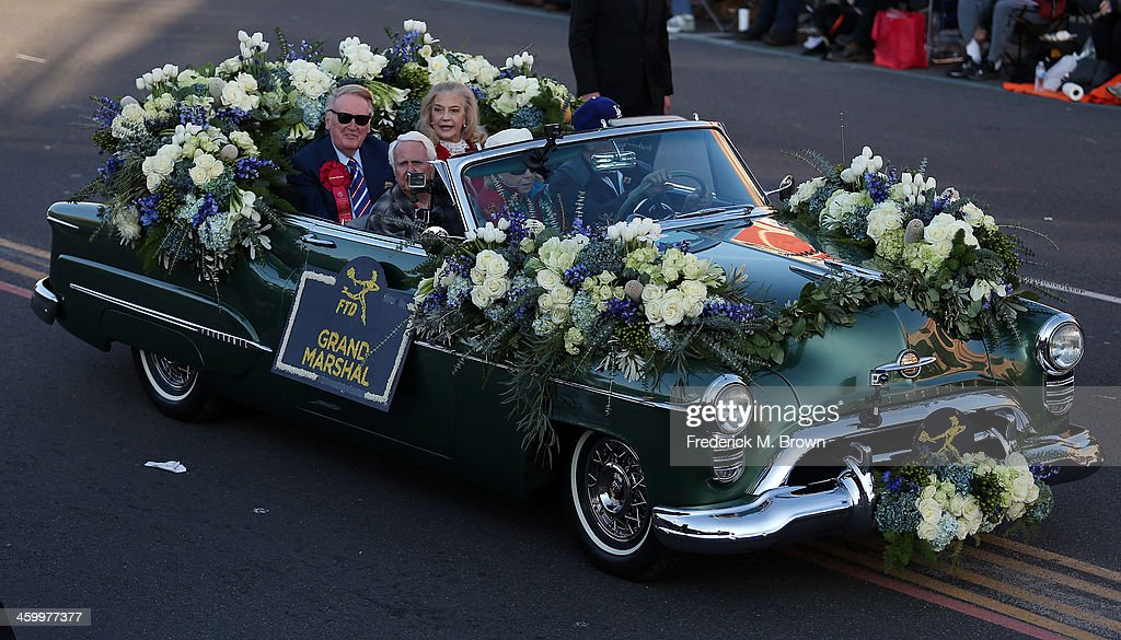 <a gi-track='captionPersonalityLinkClicked' href=/galleries/search?phrase=Vin+Scully&family=editorial&specificpeople=878517 ng-click='$event.stopPropagation()'>Vin Scully</a>, The Grand Marshall of the 125th Rose Parade, on the parade route on January 1, 2014 in Pasadena, California.
