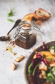 Vinaigrette Moutarde de Dijon, Vinaigre Balsamique, Ail et Huile d'Olive pour des Salades