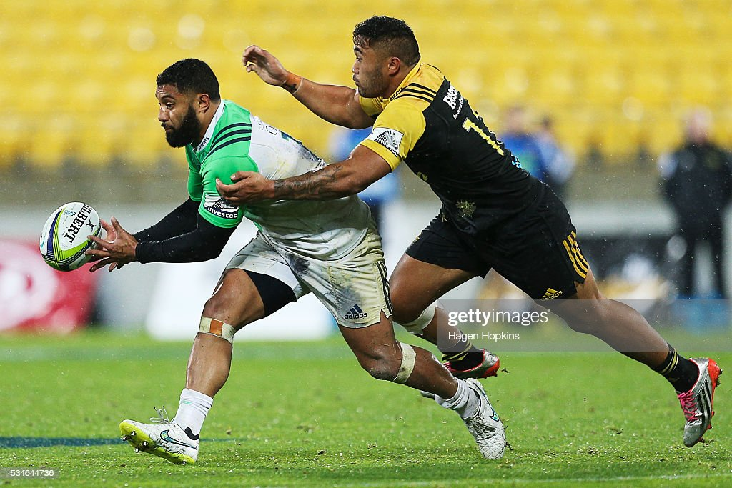 Vince Aso of the Hurricanes tackles <a gi-track='captionPersonalityLinkClicked' href=/galleries/search?phrase=Lima+Sopoaga&family=editorial&specificpeople=7196726 ng-click='$event.stopPropagation()'>Lima Sopoaga</a> of the Highlanders during the round 14 Super Rugby match between the Hurricanes and the Highlanders at Westpac Stadium on May 27, 2016 in Wellington, New Zealand.
