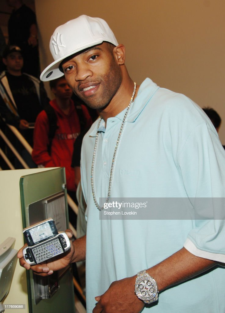 Vince Carter and the new T-Mobilie Sidekick 3 during T-Mobile Debuts The New T-Mobile Sidekick 3 With An Exclusive Preview Sale at T-Mobile Store, Grand Central in New York City, New York, United States.