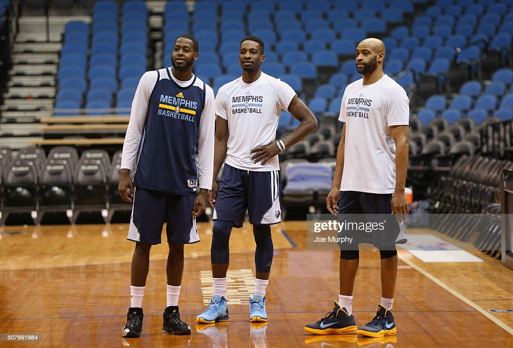 <a gi-track='captionPersonalityLinkClicked' href=/galleries/search?phrase=Vince+Carter&family=editorial&specificpeople=201488 ng-click='$event.stopPropagation()'>Vince Carter</a> #15, <a gi-track='captionPersonalityLinkClicked' href=/galleries/search?phrase=JaMychal+Green&family=editorial&specificpeople=5042481 ng-click='$event.stopPropagation()'>JaMychal Green</a> #0 and <a gi-track='captionPersonalityLinkClicked' href=/galleries/search?phrase=Jeff+Green+-+Basket&family=editorial&specificpeople=4218745 ng-click='$event.stopPropagation()'>Jeff Green</a> #32 of the Memphis Grizzlies talk during practice on January 23, 2016 at Target Center in Minneapolis, Minnesota.
