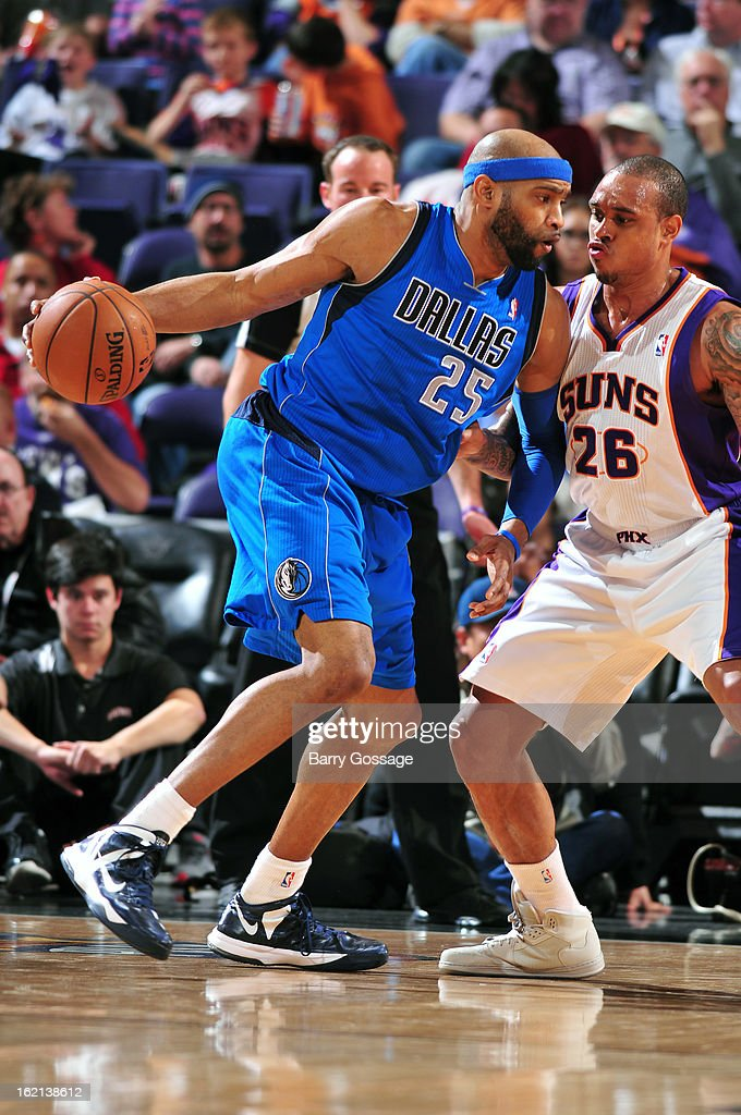 <a gi-track='captionPersonalityLinkClicked' href=/galleries/search?phrase=Vince+Carter&family=editorial&specificpeople=201488 ng-click='$event.stopPropagation()'>Vince Carter</a> #25 of the Dallas Mavericks drives to the basket against the Phoenix Suns on February 1, 2013 at U.S. Airways Center in Phoenix, Arizona.