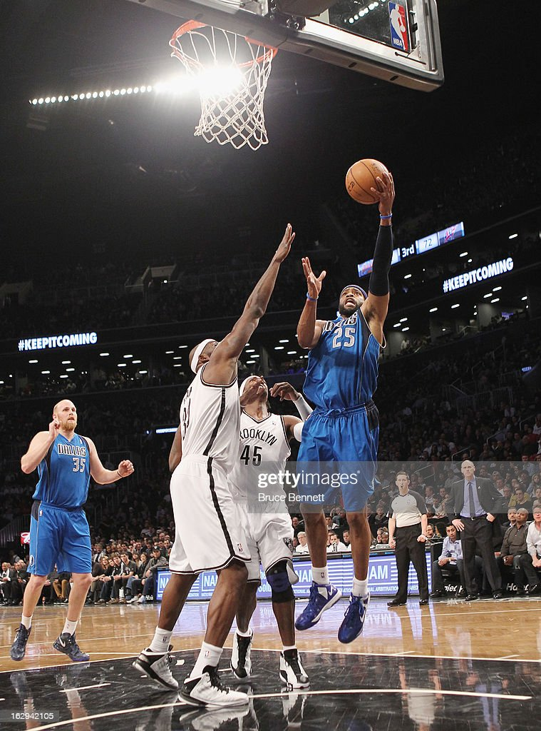 Vince Carter #25 of the Dallas Mavericks scores two in the second quarter against the Brooklyn Nets at the Barclays Center on March 1, 2013 in New York City.