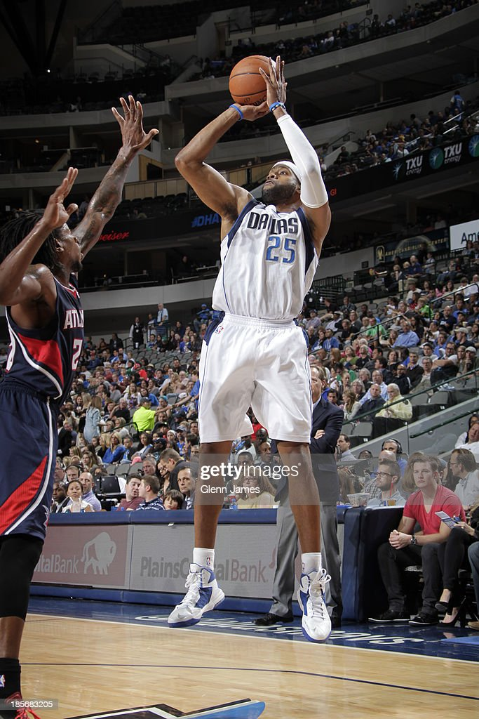 <a gi-track='captionPersonalityLinkClicked' href=/galleries/search?phrase=Vince+Carter&family=editorial&specificpeople=201488 ng-click='$event.stopPropagation()'>Vince Carter</a> #25 of the Dallas Mavericks shoots against <a gi-track='captionPersonalityLinkClicked' href=/galleries/search?phrase=Cartier+Martin&family=editorial&specificpeople=834581 ng-click='$event.stopPropagation()'>Cartier Martin</a> #20 of the Atlanta Hawks on October 23, 2013 at the American Airlines Center in Dallas, Texas.