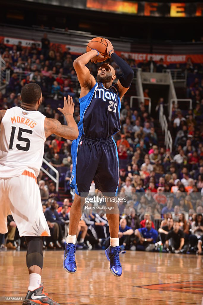 <a gi-track='captionPersonalityLinkClicked' href=/galleries/search?phrase=Vince+Carter&family=editorial&specificpeople=201488 ng-click='$event.stopPropagation()'>Vince Carter</a> #25 of the Dallas Mavericks shoots against the Phoenix Suns on December 21, 2013 at U.S. Airways Center in Phoenix, Arizona.