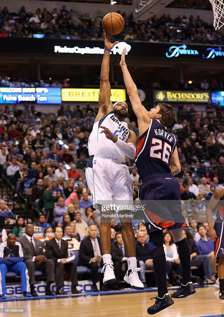 Vince Carter #25 of the Dallas Mavericks takes a shot against Kyle Korver #26 of the Atlanta Hawks at American Airlines Center on February 11, 2013 in Dallas, Texas.