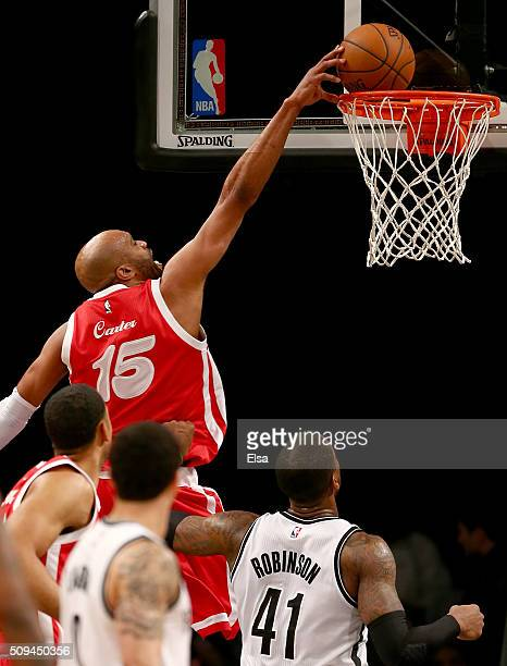Vince Carter of the Memphis Grizzlies dunks over Thomas Robinson of the Brooklyn Nets on February 102016 at the Barclays Center in the Brooklyn...