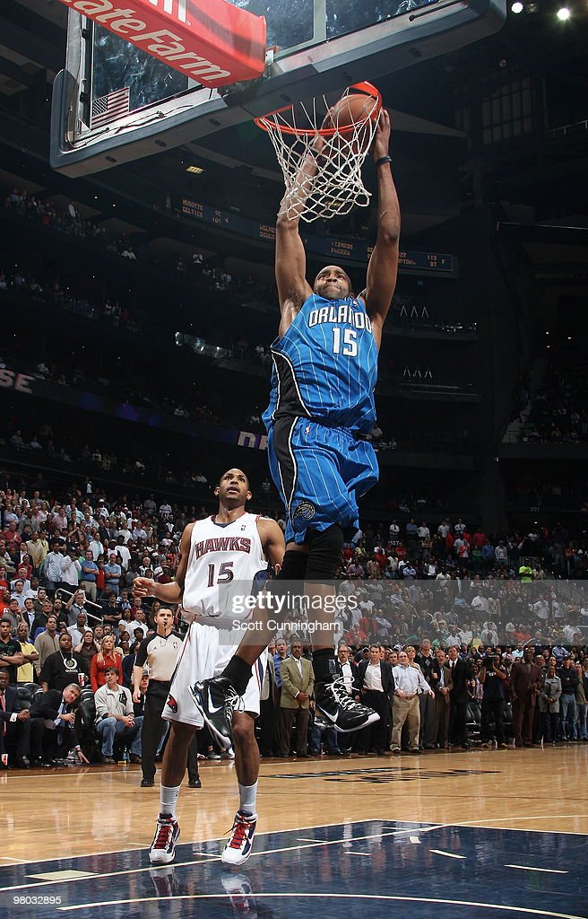 Vince Carter #15 of the Orlando Magic dunks against the Atlanta Hawks on March 24, 2010 at Philips Arena in Atlanta, Georgia.