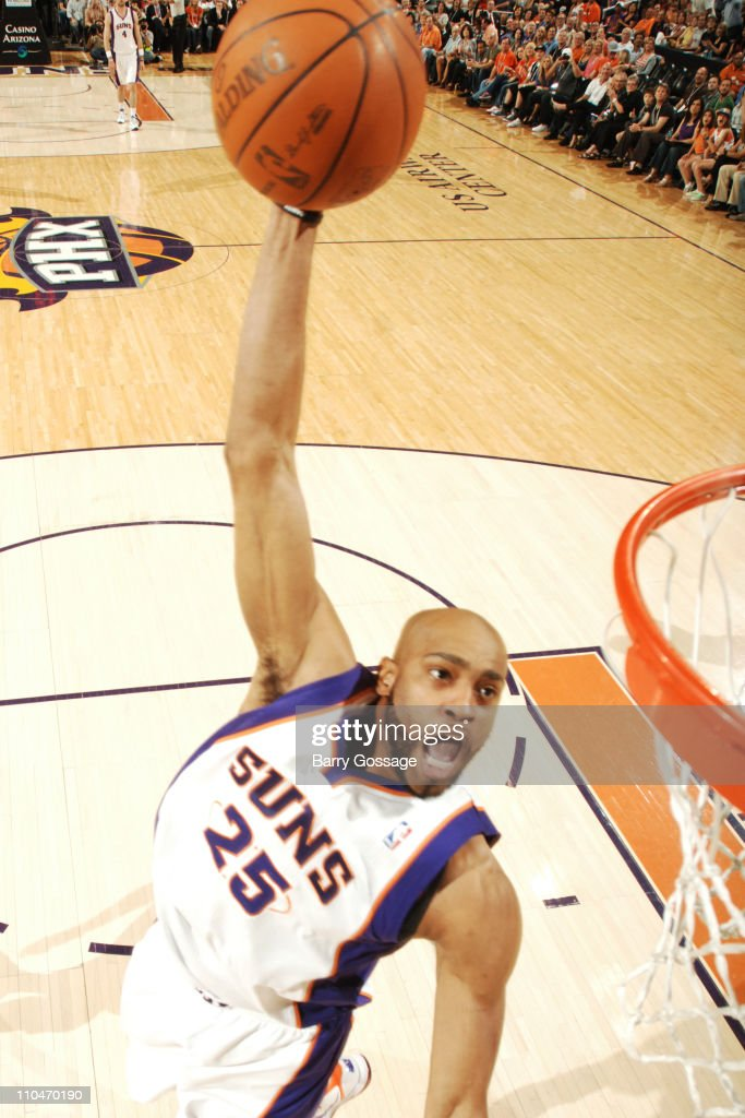 <a gi-track='captionPersonalityLinkClicked' href=/galleries/search?phrase=Vince+Carter&family=editorial&specificpeople=201488 ng-click='$event.stopPropagation()'>Vince Carter</a> #25 of the Phoenix Suns dunks against the Golden State Warriors in an NBA game played on March 18, 2011 at U.S. Airways Center in Phoenix, Arizona.