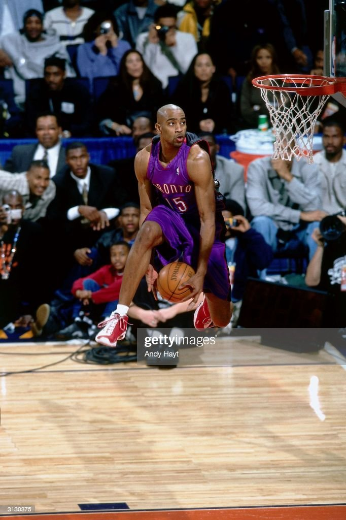 Vince Carter of the Toronto Raptors goes for a dunk during the 2000 NBA AllStar Slam Dunk Competion circa 2000 in Oakland California NOTE TO USER...