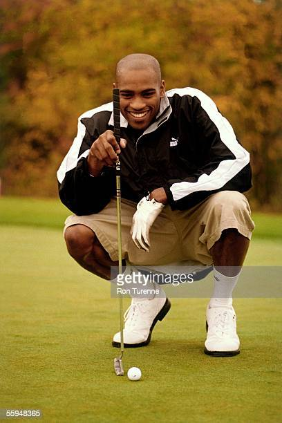 Vince Carterof the Toronto Raptors plays golf circa 2000 in Toronto Ontario Canada NOTE TO USER User expressly acknowledges and agrees that by...
