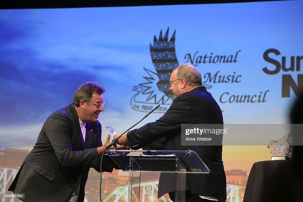 <a gi-track='captionPersonalityLinkClicked' href=/galleries/search?phrase=Vince+Gill&family=editorial&specificpeople=215309 ng-click='$event.stopPropagation()'>Vince Gill</a> accepts the American Eagle Award during the 33rd Annual American Eagle Awards at Music City Center on June 25, 2016 in Nashville, Tennessee.