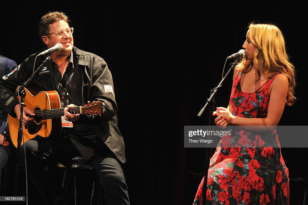 <a gi-track='captionPersonalityLinkClicked' href=/galleries/search?phrase=Vince+Gill&family=editorial&specificpeople=215309 ng-click='$event.stopPropagation()'>Vince Gill</a> and Ashley Monroe perform during All For The Hall New York Benefiting The Country Music Hall Of Fame at Best Buy Theater on February 26, 2013 in New York City.