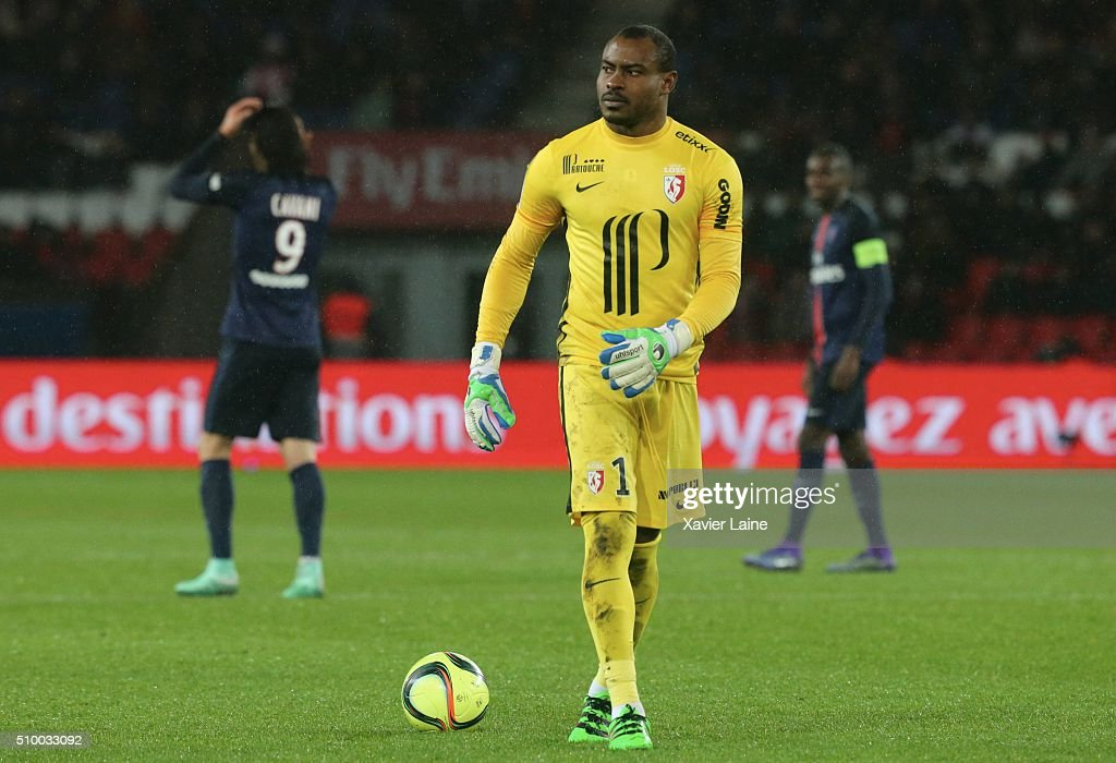 <a gi-track='captionPersonalityLinkClicked' href=/galleries/search?phrase=Vincent+Enyeama&family=editorial&specificpeople=831392 ng-click='$event.stopPropagation()'>Vincent Enyeama</a> of Lille LOSC reacts during the French Ligue 1 between Paris Saint-Germain and Lille OSC at Parc Des Princes on february 13, 2016 in Paris, France.