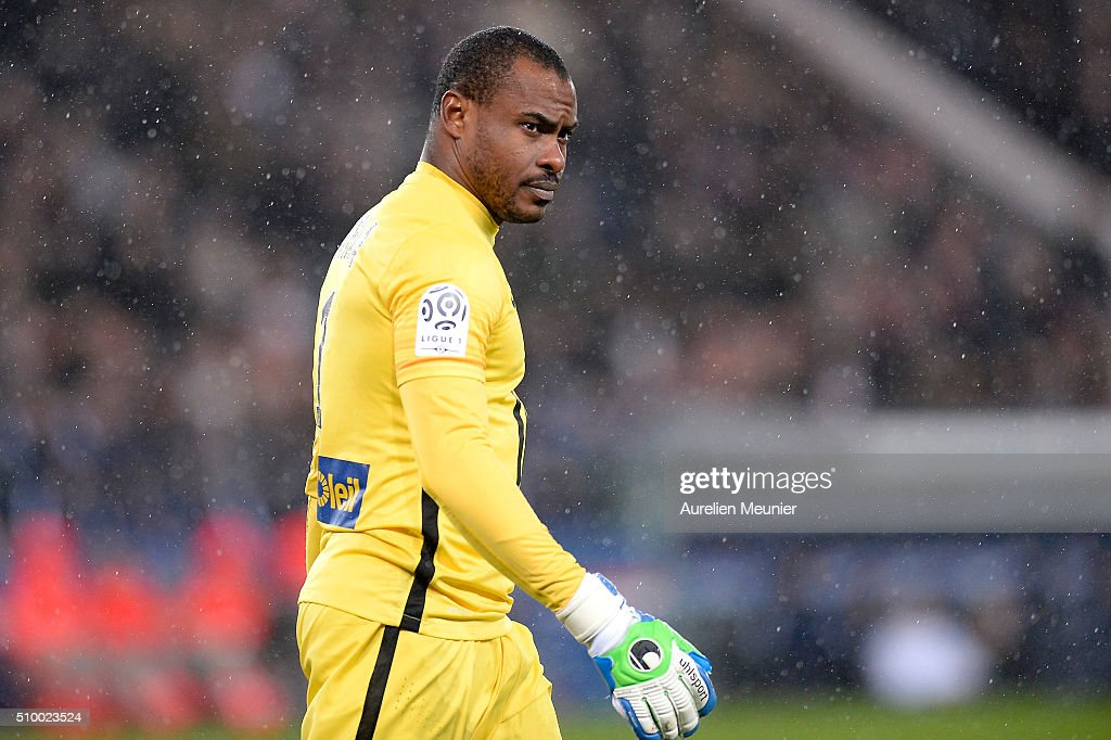 <a gi-track='captionPersonalityLinkClicked' href=/galleries/search?phrase=Vincent+Enyeama&family=editorial&specificpeople=831392 ng-click='$event.stopPropagation()'>Vincent Enyeama</a> of Lille OSC reacts during the Ligue 1 game between Paris Saint-Germain and Lille OSC at Parc des Princes on February 13, 2016 in Paris, France.