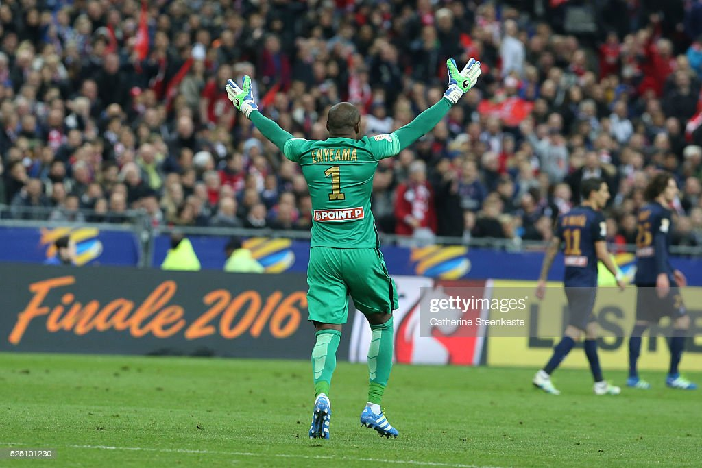 <a gi-track='captionPersonalityLinkClicked' href=/galleries/search?phrase=Vincent+Enyeama&family=editorial&specificpeople=831392 ng-click='$event.stopPropagation()'>Vincent Enyeama</a> #1 of Losc reacts to a play during the Coupe de la Ligue Final game between Paris Saint-Germain and Losc at Stade de France on April 23, 2016 in Paris, France.