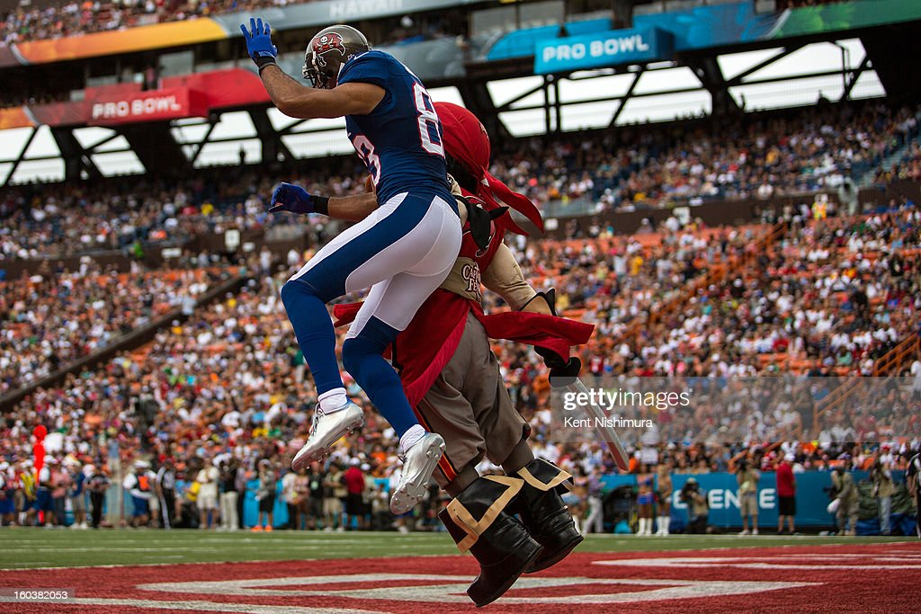 Vincent Jackson #83 of the NFC's Tampa Bay celebrates with Tampa Bay Buccaneers Mascot Captain Fear after scoring a touchdown during the 2013 AFC-NFC Pro Bowl on January 27 , 2013 at Aloha Stadium in Honolulu, Hawaii.