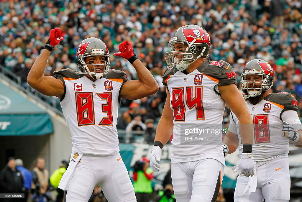 Vincent Jackson #83 of the Tampa Bay Buccaneers celebrates his touchdown catch in the second quarter with teammates Cameron Brate #84 and Joe Hawley against the Philadelphia Eagles at Lincoln Financial Field on November 22, 2015 in Philadelphia, Pennsylvania.