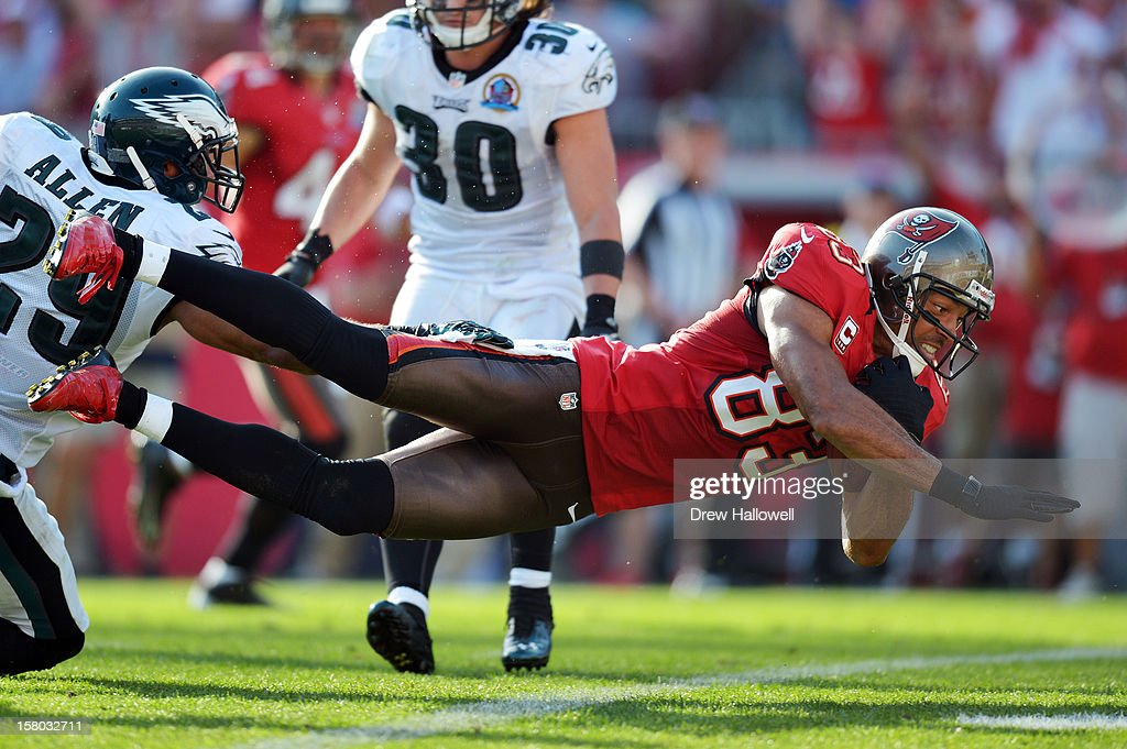 <a gi-track='captionPersonalityLinkClicked' href=/galleries/search?phrase=Vincent+Jackson&family=editorial&specificpeople=763433 ng-click='$event.stopPropagation()'>Vincent Jackson</a> #83 of the Tampa Bay Buccaneers dives into the end zone for a touchdown past Nate Allen #29 of the Philadelphia Eagles at Raymond James Stadium on December 9, 2012 in Tampa, Florida. The Eagles won 23-21.