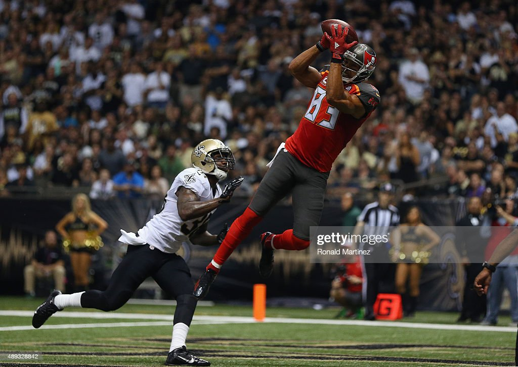 <a gi-track='captionPersonalityLinkClicked' href=/galleries/search?phrase=Vincent+Jackson&family=editorial&specificpeople=763433 ng-click='$event.stopPropagation()'>Vincent Jackson</a> #83 of the Tampa Bay Buccaneers makes a touchdown pass reception against <a gi-track='captionPersonalityLinkClicked' href=/galleries/search?phrase=Kenny+Phillips&family=editorial&specificpeople=2145127 ng-click='$event.stopPropagation()'>Kenny Phillips</a> #38 of the New Orleans Saints in the second quarter at Mercedes-Benz Superdome on September 20, 2015 in New Orleans, Louisiana.