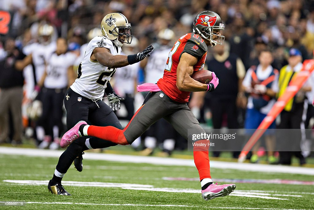 Vincent Jackson of the Tampa Bay Buccaneers runs the ball against the New Orleans Saints at MercedesBenz Superdome on October 5 2014 in New Orleans...