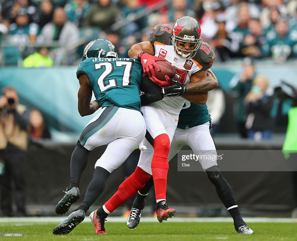 Vincent Jackson #83 of the Tampa Bay Buccaneers scores a touchdown in the second quarter against the Malcolm Jenkins #27 and Nolan Carroll #23 of the Philadelphia Eagles at Lincoln Financial Field on November 22, 2015 in Philadelphia, Pennsylvania.