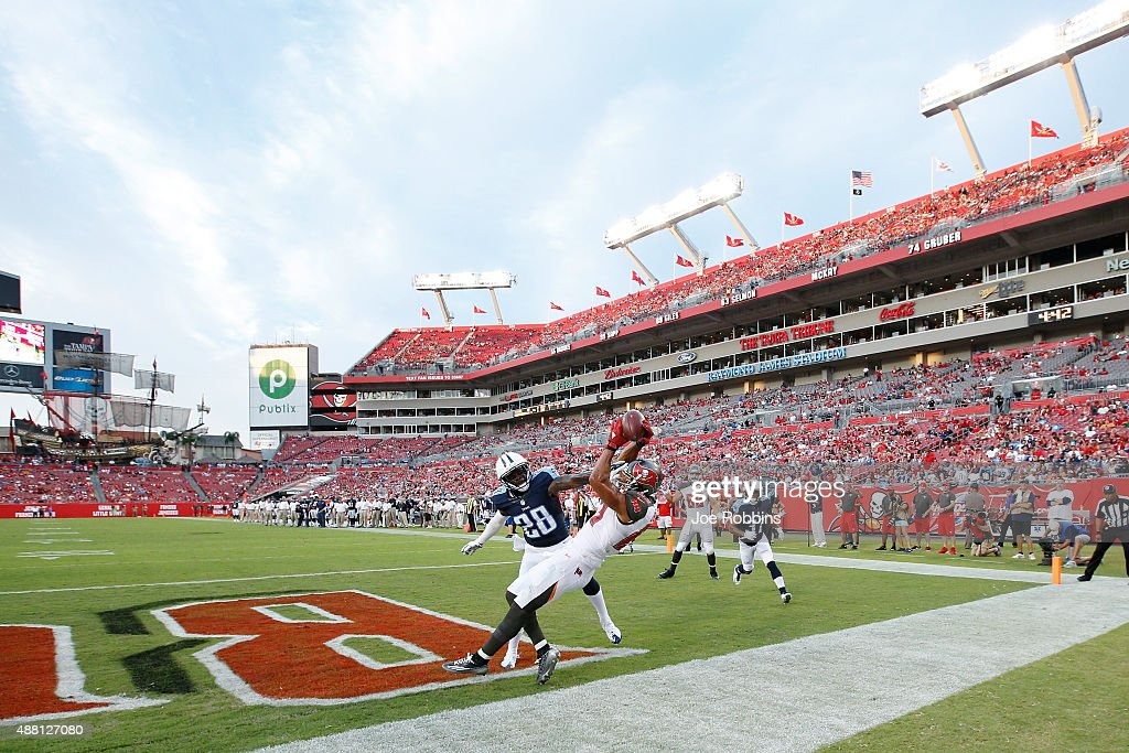 Vincent Jackson #83 of the Tampa Bay Buccaneers tries to catch a pass in the back of the end zone against Marqueston Huff #28 of the Tennessee Titans in the fourth quarter at Raymond James Stadium on September 13, 2015 in Tampa, Florida. The Titans defeated the Bucs 42-14.