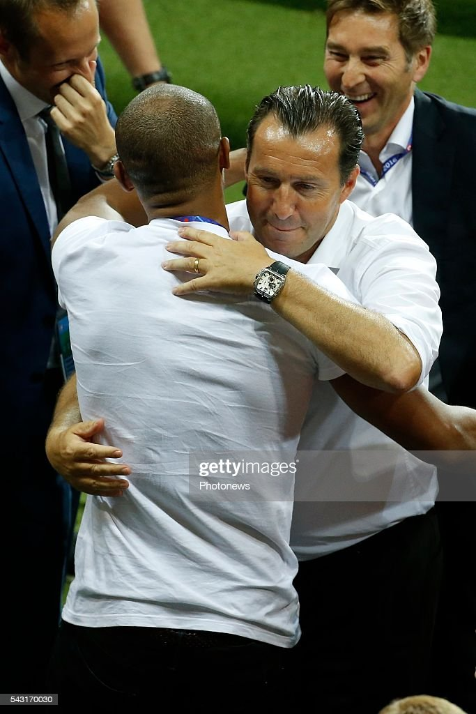 Vincent Kompany defender of Belgium and Marc Wilmots head coach of Belgian Team during the UEFA EURO 2016 Round of 16 match between Hungary and Belgium at the Stadium Toulouse on June 26, 2016 in Toulouse, France ,