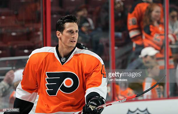 Vincent Lecavalier of the Philadelphia Flyers warms up prior to his game against the Washington Capitals on November 12 2015 at the Wells Fargo...