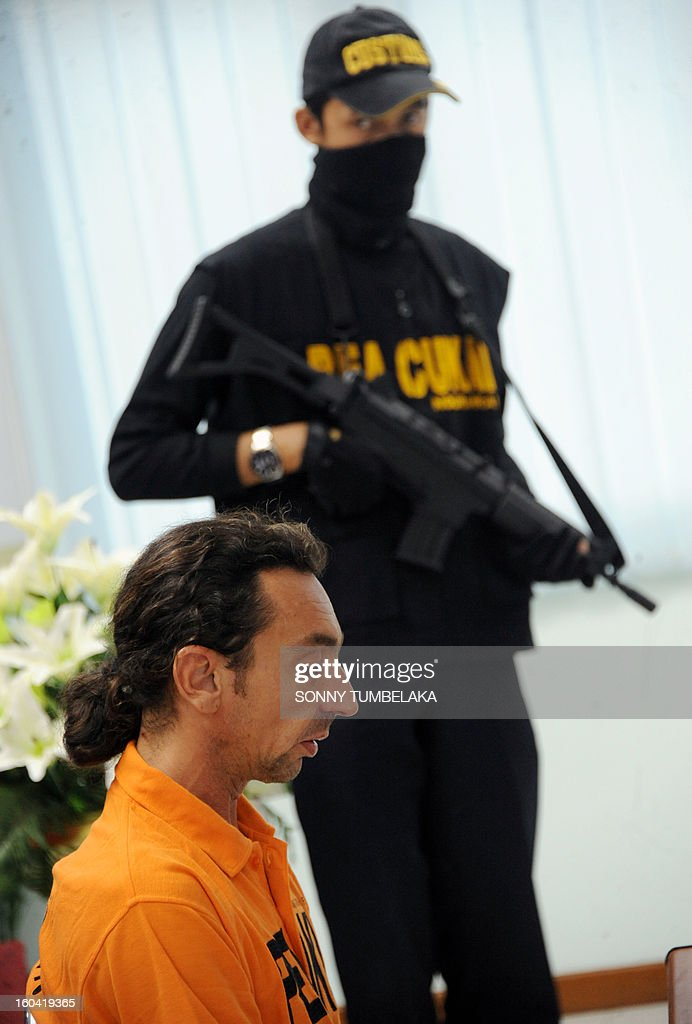 Vincent Roger Petrone of France (L) attends a press conference at customs office in Denpasar on Bali island on January 31, 2013. Petrone was arrested at Bali airport on January 29 for allegedly carrying four capsules of hashish, weighing 70 grams, at Bali International Airport in Indonesia, having arrived from Kuala Lumper. If convicted of smuggling the drugs into Indonesia, Petrone could face the death penalty, officials said. AFP PHOTO / SONNY TUMBELAKA