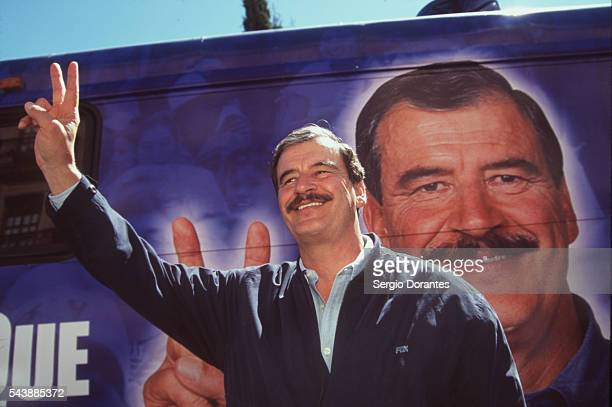 Vincente Fox making a 'Victory' sign at a rally in Zacatecas City