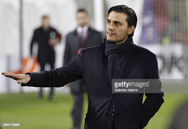 Vincenzo Montella head coach of AFC Fiorentina gestures during the UEFA Europa League Round of 16 match between ACF Fiorentina and AS Roma on March...