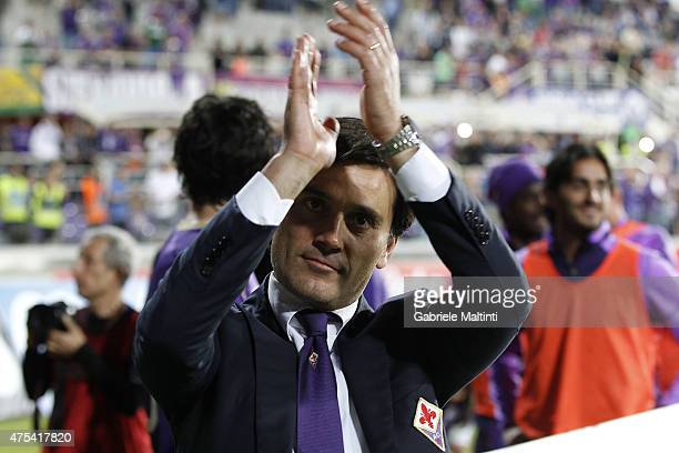 Vincenzo Montella manager of ACF Fiorentina applauds after the Serie A match between ACF Fiorentina and AC Chievo Verona at Stadio Artemio Franchi on...