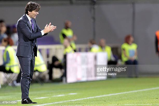 Vincenzo Montella manager of AFC Fiorentina gestures during the Serie A match between ACF Fiorentina and AC Chievo Verona at Stadio Artemio Franchi...