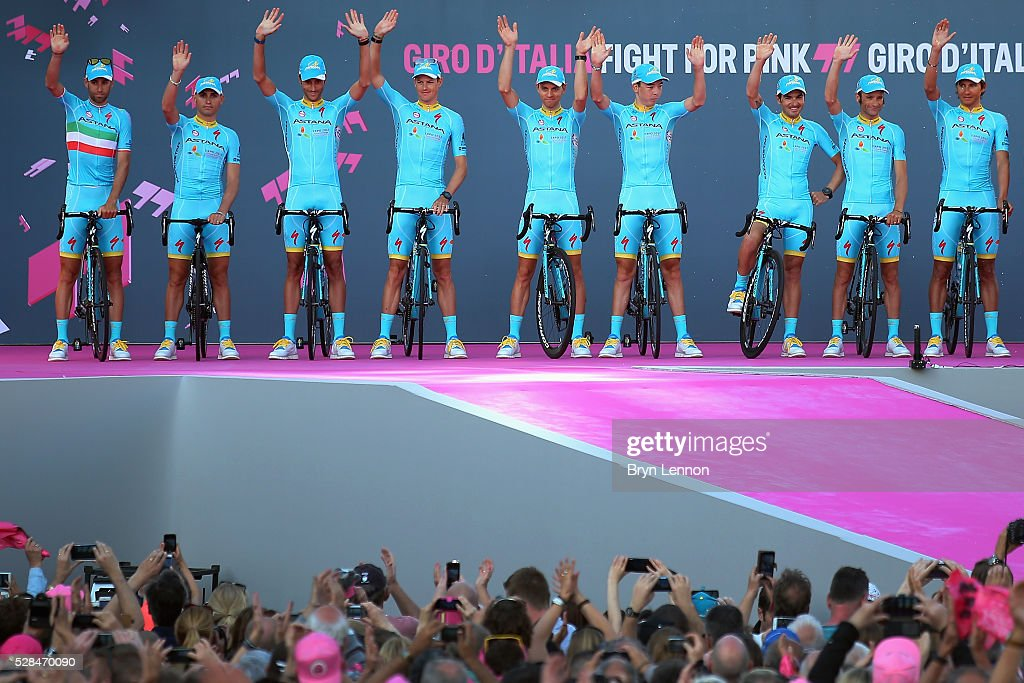 Vincenzo Nibali (l) of Italy and the Astana Pro Team attend the Opening Ceremony and official Team Presentation for the 2016 Giro d'Italia at the City Hall on May 05, 2016 in Apeldoorn, Netherlands.