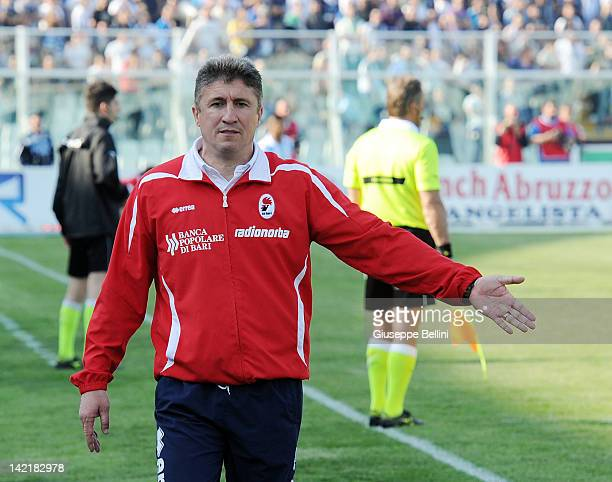 Vincenzo Torrente head coach of Bari during the Serie B match between Pescara Calcio and AS Bari at Adriatico Stadium on March 31 2012 in Pescara...