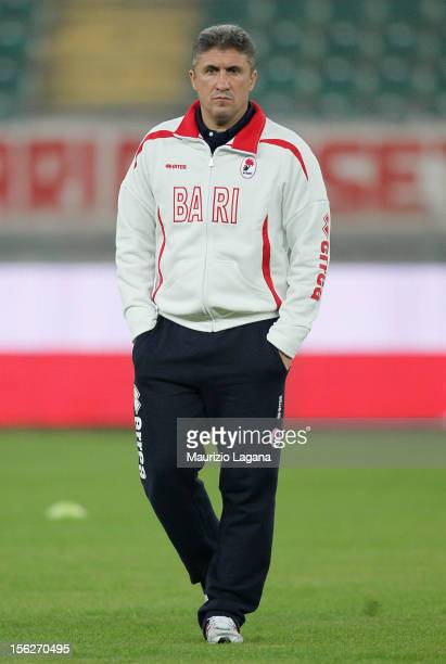 Vincenzo Torrente head coach of Bari looks on during the Serie B match between AS Bari and Reggina Calcio at Stadio San Nicola on November 12 2012 in...