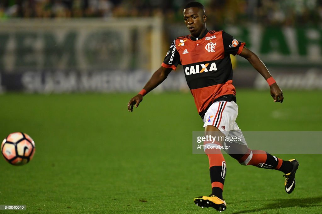 Vinicius Junior of Brazil's Flamengo eyes the ball during their 2017 Copa Sudamericana football match against Brazils Chapecoense held at Arena Conda stadium, in Chapeco, Brazil on September 13, 2017. /