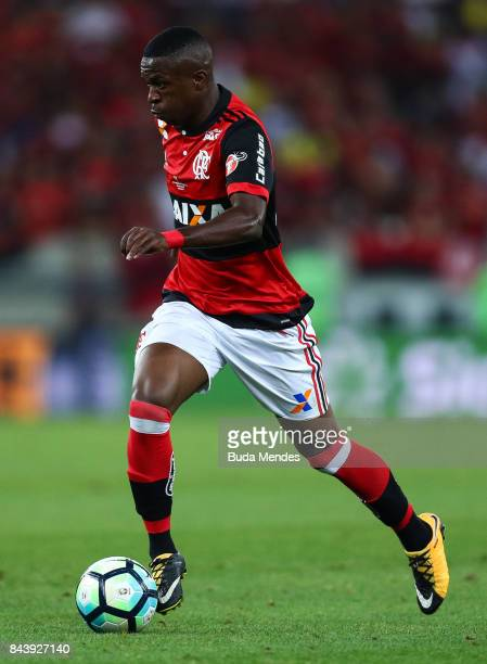 Vinicius Junior of Flamengo controls the ball during a match between Flamengo and Cruzeiro part of Copa do Brasil 2017 Finals at Maracana Stadium on...